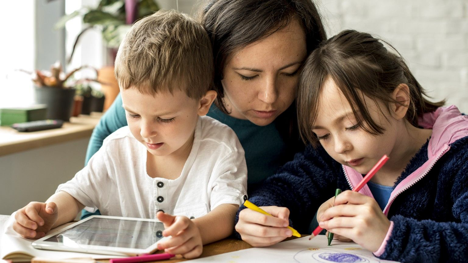 """""""Rok temu, gdy wspomniałam rodzicom, że myślę o przejściu na edukację domową, byli gotowi wzywać opiekę społeczną"""""""