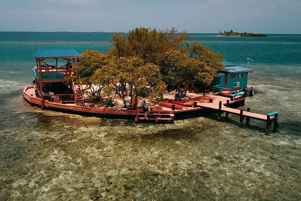 Ptasia Wyspa znajduje się na Morzu Karaibskim.