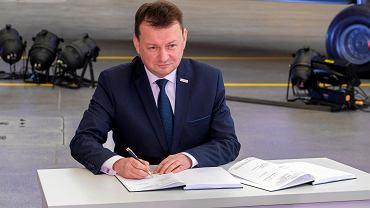 Minister Obrony Narodowej Mariusz Błaszczak. Podpisanie umowy na dostawę śmigłowców Black Hawk dla sił specjalnych Wojska Polskiego .