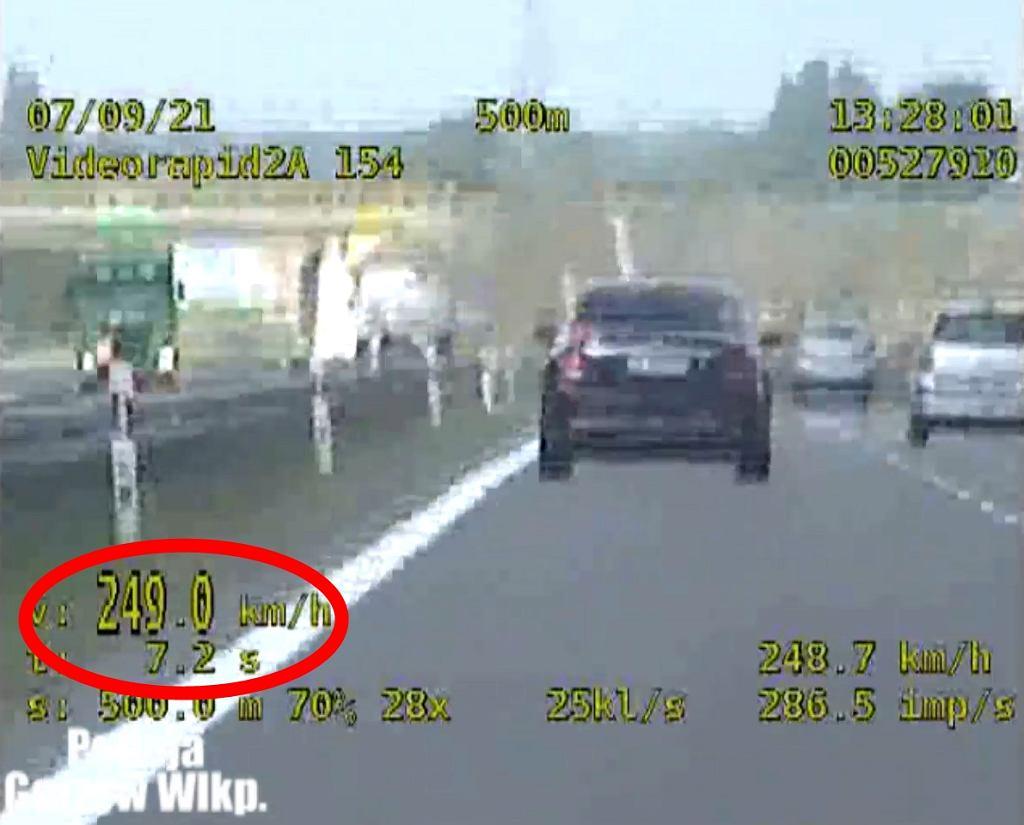 Trasa S3. Pędził prawie 250 km/h na 'spotkanie biznesowe'. Nie wierzył, że dogonił go radiowóz