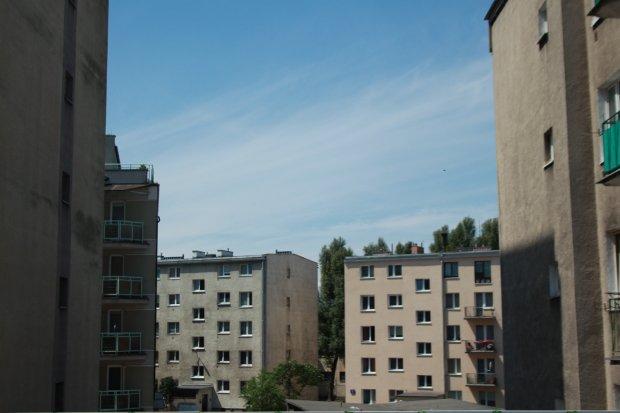 Rząd: Narodowy Fundusz Mieszkaniowy zadba o mieszkania dla setek tysięcy potrzebujących rodzin. Skąd pieniądze?