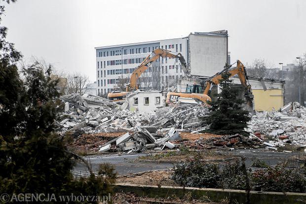 Zdjęcie numer 0 w galerii - Wyburzyli budynek po Intercorze. Powstanie tutaj Lidl [ZDJĘCIA]