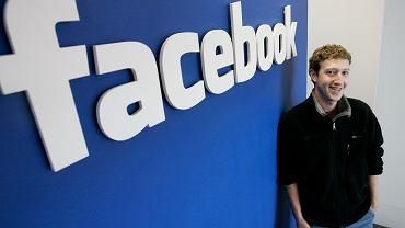 Młody Mark Zuckerberg w biurze Facebooka. Jest 2007 rok, jego serwis ma 3 lata