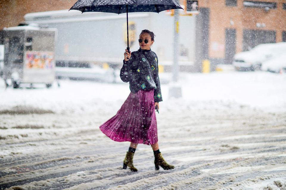 Te plisowane spódnice dla kobiet po 50-tce będą wyglądały przepięknie zimą!