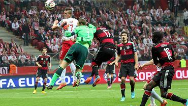 Arkadiusz Milik strzela gola dla Polski w wygranym 2:0 meczu z Niemcami w Warszawie 11 października 2014 r.