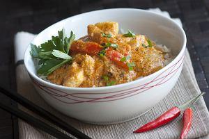 Kurczak po tajsku? Top trzy przepisy z pastą curry, mleczkiem kokosowym, chili i trawą cytrynową dla fanów orientalnych potraw
