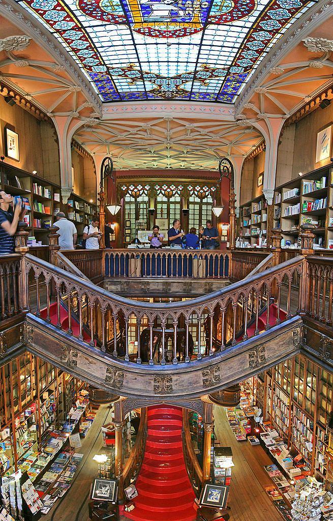 Livraria Lello Porto / Fot. Alegna13, Wikimedia CC BY-SA 3.0.