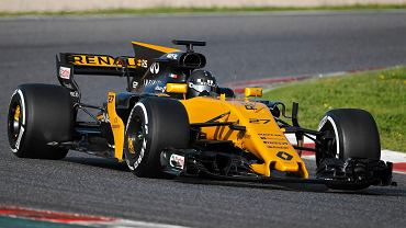 Renault RS17 na torze Catalunya