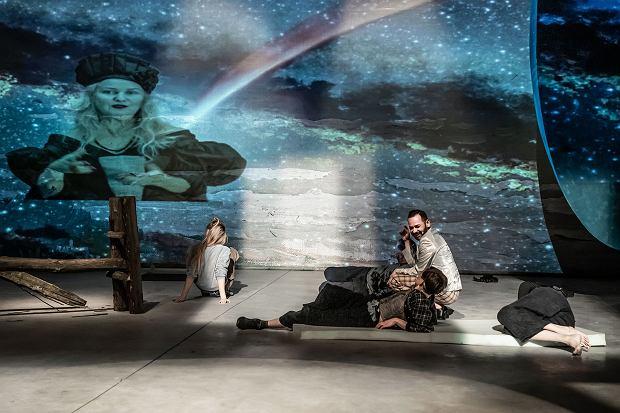 Kadr ze spektaklu 'Mojżesz'