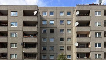 O mieszkanie w Niemczech coraz trudniej. Na zdjęciu blok z wielkiej płyty w Berlinie (w dzielnicy Kreuzberg)