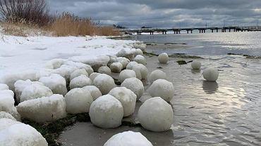 Lodowe kule w Jastarni. Rzadkie zjawisko nad polskim morzem