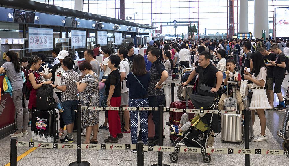 Osoby lecące liniami Emirates z Pekinu mają stawić się na lotnisku aż 8 godzin wcześniej