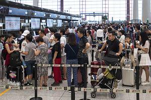 Emirates chcą, żeby pasażerowie lecący z Pekinu byli na lotnisku 8 godzin przed wylotem. Mają przejść testy
