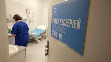 Punkt szczepień na COVID-19 w Szpitalu Czerniakowskim w Warszawie.