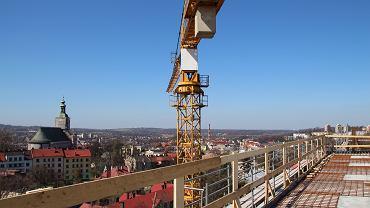 W Szpitalu Śląskim w Cieszynie powstaje lądowisko dla helikopterów