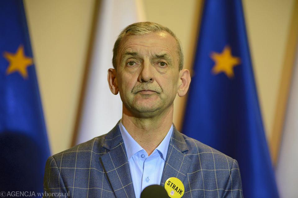 Szef ZNP Sławomir Broniarz podczas konferencji prasowej w przeddzień strajku nauczycieli. Warszawa, 4 kwietnia 2019