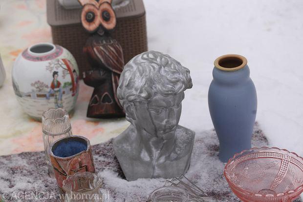 Zdjęcie numer 0 w galerii - Zimowa giełda staroci pod Halą Stulecia. Zobacz, co można na niej kupić [ZDJĘCIA]