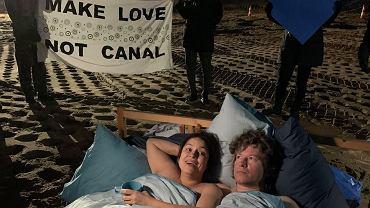 Obóz dla Mierzei, nagi protest
