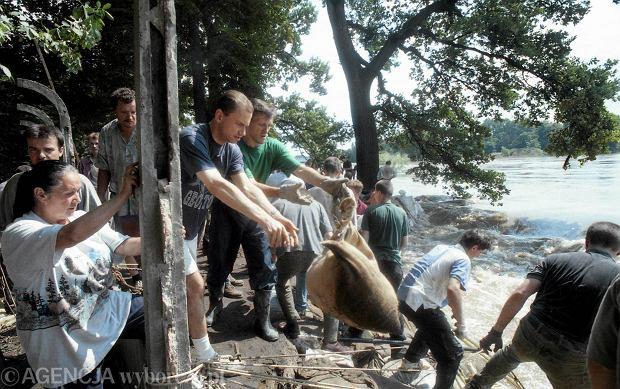 Zdjęcie numer 33 w galerii - 17 lat temu Odra zalała Wrocław. Tak wyglądało miasto [FOTO]