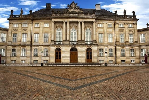 Amalienborg, Kopenhaga - oficjalna siedziba monarchów duńskich / shutterstock