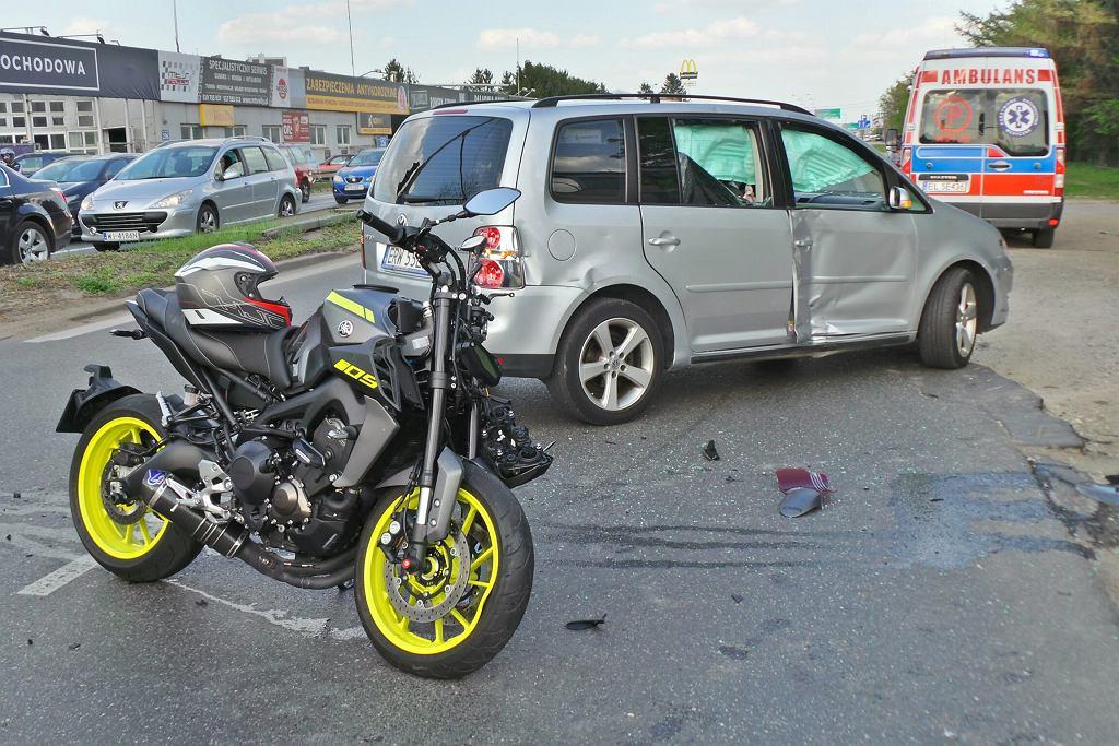Zderzenie motocykla z samochodem w Alejach Jerozolimskich