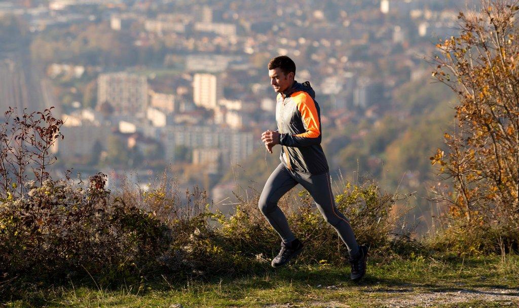 Do podbiegów nie trzeba gór. Możesz ćwiczyć w parku, w podmiejskim lesie, nawet na niewielkich wzniesieniach!