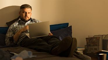 !Mature,Man,With,Laptop,On,The,Bed