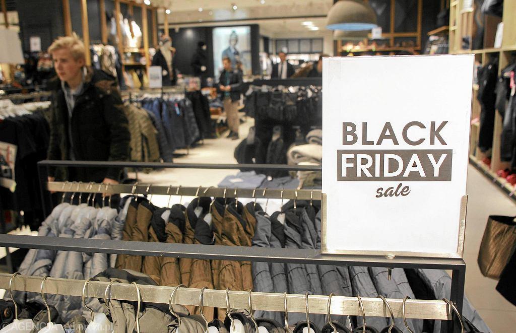 W Czarny Piątek sklepy kuszą klientów obniżkami