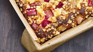 Ciasto z rabarbarem to znakomity pomysł na wiosenny podwieczorek.