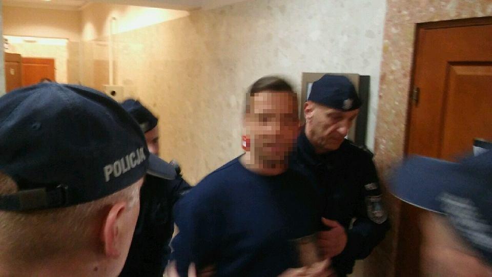 Busko - Zdrój, 20 maja 2019 roku. Sąd Rejonowy zdecydował,  że radny Łukasz Sz. podejrzewany o usiłowanie zabójstwa policjanta trafi do aresztu