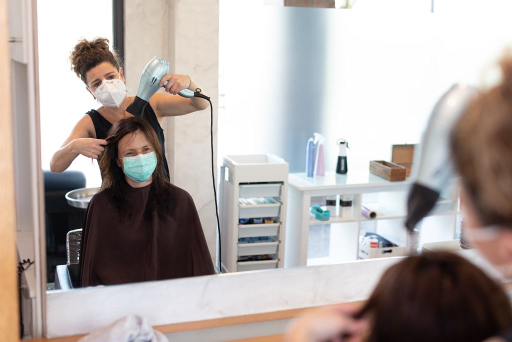 Rząd ogłosił nowe obostrzenia. Czy salony fryzjerskie i kosmetyczne zostaną zamknięte? (zdjęcie ilustracyjne)