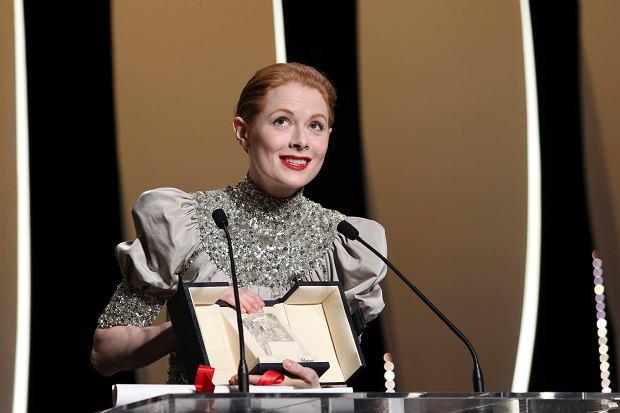 Festiwal Filmowy w Cannes - Emily Beecham odbiera nagrodę