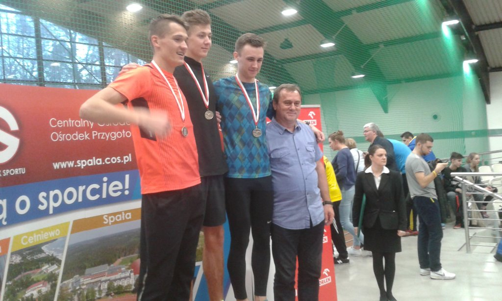 Medaliści biegu na 800 m juniorów