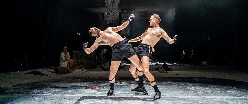 Niemiecka inscenizacja 'Króla' Szczepana Twardocha pod tytułem 'Der Boxer' w Thalia Theater w Hamburgu (fot. Krafft Angerer)