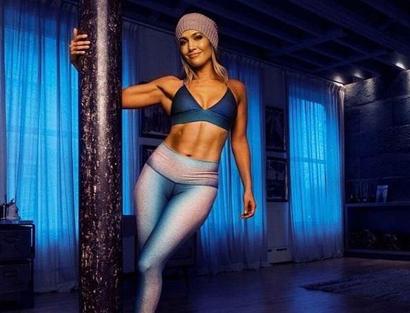 Tak Jennifer Lopez trenuje na siłowni. Jej plan treningowy kupicie w aplikacji