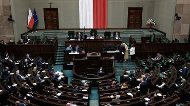 Sejm poprawia przepisy. Bez tych zmian tysiące przedsiębiorców będzie musiało oddawać pieniądze z 'tarczy'