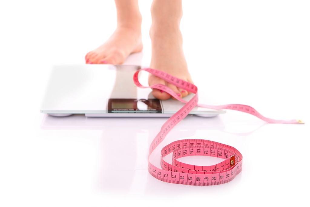 Waga z pomiarem tkanki tłuszczowej.