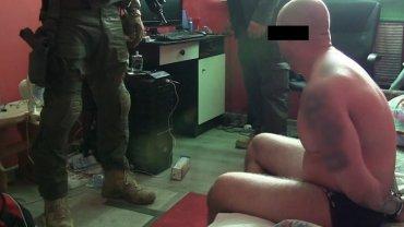 CBŚ zatrzymało 14 podlaskich skinheadów podejrzewanych m.in. o handel narkotykami i czerpanie korzyści z prostytucji