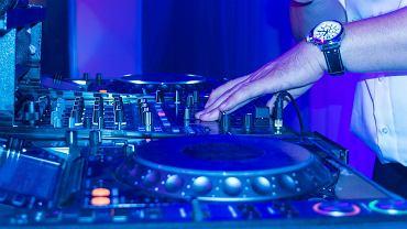 """Wesela dozwolone, ale bez zespołów muzycznych i DJ-ów. """"Lektura rozporządzenia nie pozostawia złudzeń"""""""