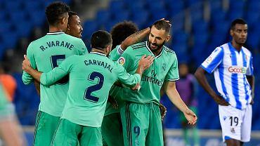 Karim Benzema (pierwszy z prawej) cieszy się z gola z kolegami z Realu Madryt