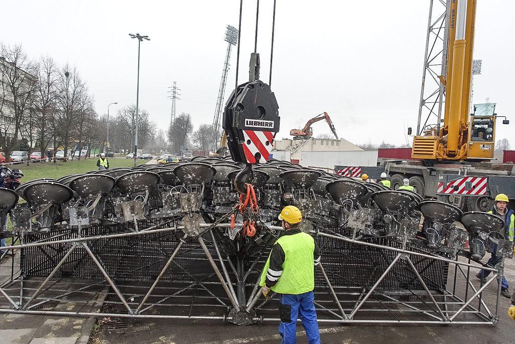 Demontaż jupiterów na stadionie Widzewa