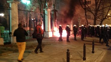 Ogień na terenie ambasady Rosji