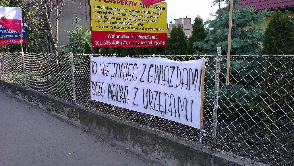 Wojnowiczanie są zdeteminowani, by wymusić budowę drogi. Zdjęcie wykonane telefonem HTC ONE X.