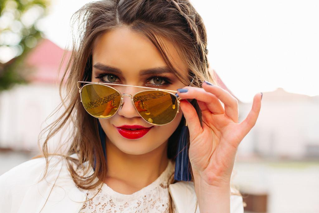 Czym i jak utrwalić makijaż? Niezawodne sposoby, dzięki którym twój makeup wytrzyma wiele godzin