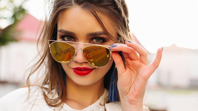 Czym i jak utrwalić makijaż? Niezawodne sposoby