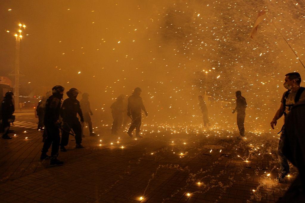 Wybuch granatu hukowego w Mińsku. Jedno ze zdjęć prezentowanych podczas Fotofestiwalu w Łodzi