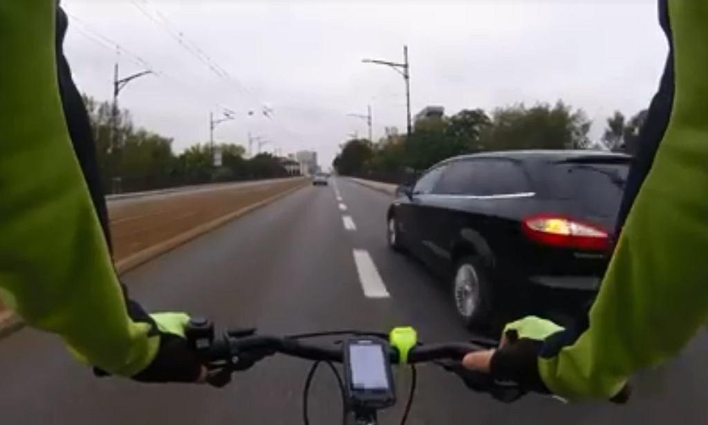 Jazda rowerem po moście Poniatowskiego