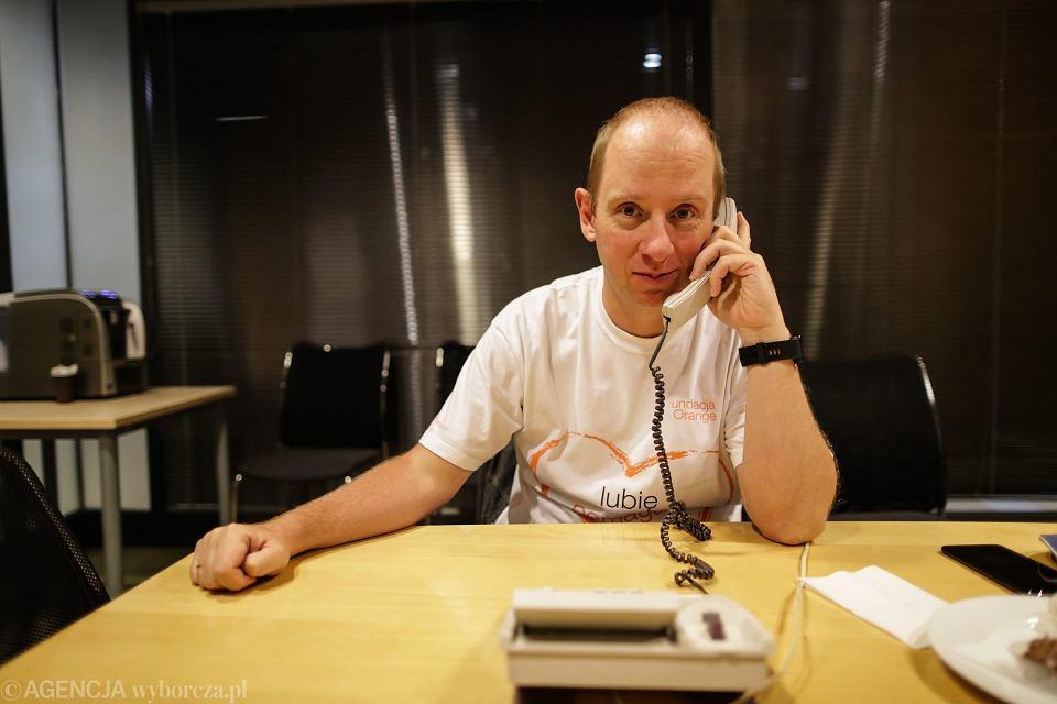 Ekspert z Orange Michał Rosiak podczas telefonicznego dyżuru w redakcji gazety Wyborczej