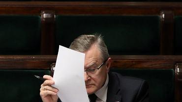 Niegdysiejszy 'człowiek z tableta' i 'premier techniczny', obecnie wicepremier i minister kultury w rządzie PiS Piotr Gliński podczas debaty nt. ustawy abonamentowej. Sejm, 8 czerwca 2017