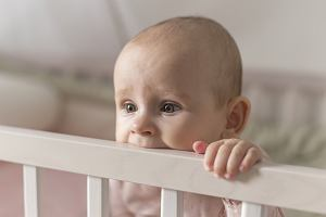 Gorączka przy ząbkowaniu - kiedy powinna niepokoić?